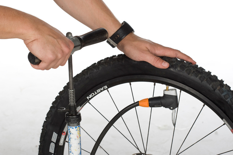 Presión de los neumáticos de una bicicleta | Más info aquí Por qué se entumecen las manos en bici